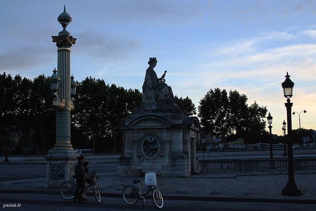 Vélibs devant la Statue de Marseille