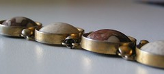 Armband i naturmaterial...eh.