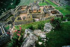 Machu Picchu (La Mosk) Tags: paisajes verde peru lluvia ruinas machupicchu alto llamas topview montaas