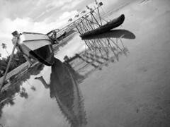 Jeu de Jambes (Romain [ apictureourselves.org ]) Tags: sea blackandwhite bw mer monochrome geotagged island polynesia boat pacific noiretblanc ile tai southpacific wallis isles pirogue polynesian oceania outre pacifique vaka oceanie bwgroup sonydsch9 fakatete walisandfutuna wallisetfutuna monochromebrazil southpacificthehappyislesofoceania southpacificthehappyislesofoceaniagroup polynesianperspective polynesianperspectivegroup outremergroup southpacificgroup blackandwhitegoup monochromebrazilgroup