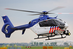 Police 01 landing at Schiphol-East (Jan Beima) Tags: chopper aviation police helicopter schiphol polizei heli helicptero eurocopter hover rotor hubschrauber ec135 politie hlicoptre helikopter elicottero rotorcraft  elisoccorso yrla    phpxa helikopterfoto helikoptert janbeima helikopteria hel