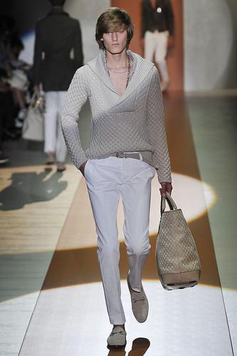 Demy Matzen3050_SS11_Milan_Gucci(VOGUEcom)