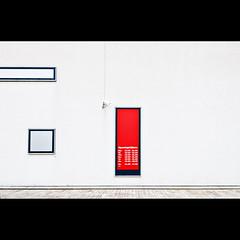 Openingstijden (Maerten Prins) Tags: camera red white window lines wall cctv almere openingstijden