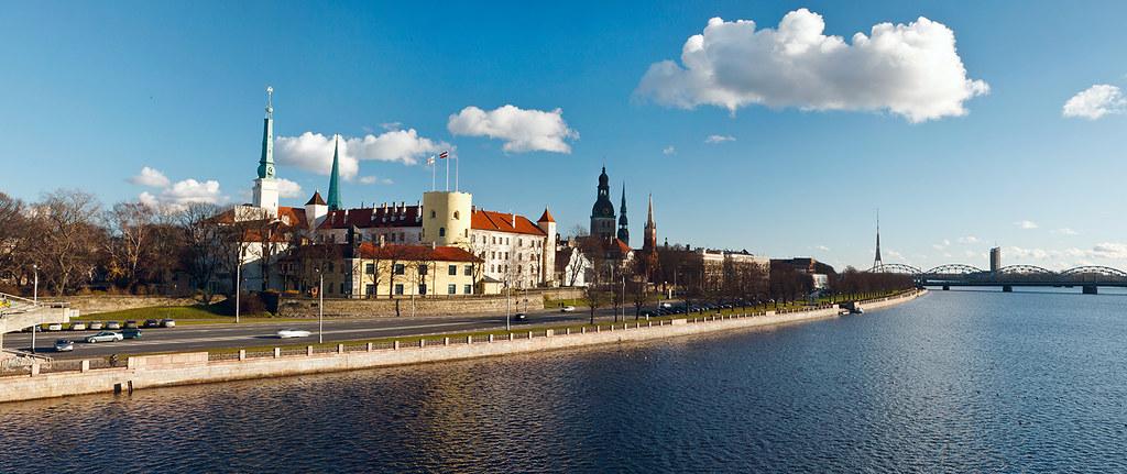 Riga - panorama - Pils - small