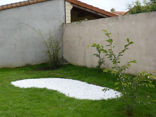 Du japon dans un jardin phase 3 3 bassin de galets blancs - Galet blanc castorama ...
