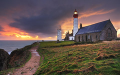 Brittany, France | Sunset On the Lighthouse of the End of The World III HDR | davidgiralphoto.com (David Giral | davidgiralphoto.com) Tags: ocean longexposure sunset sea mer lighthouse david france rural landscape soleil landscapes nikon bravo brittany europe village coucher bretagne villages atlantic breizh pointe d200 29 paysage phare paysages hdr bzh finistre atlantique saintmathieu giral 3xp photomatix nikond200 pointesaintmathieu 18200mmf3556gvr specland tthdr copyrightdgiral davidgiral holidaysvancanzeurlaub bratanesque bestofr pitorresque pitorresques ruraux frpix
