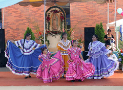Mexican dancers a la Muhabbat (awlyons) Tags: girl smile ruffles colorful dancer mexican skirts balletfolklorico danceproject