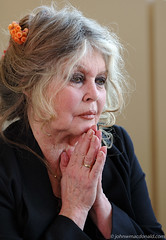 Brigitte Bardot (johnwmacdonald) Tags: portrait celebrity beauty star hands candid ottawa praying protest 2006 actress bb brigittebardot johnwmacdonaldcom facesofportraits endthesealhunt agingstar onephotoweeklycontest vedettesfrancophones