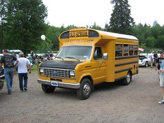 1985 Ford E-350 school bus (JarvisEye) Tags: show canada bus ford coach newbrunswick moncton camper concours 1985 autobus e350 atlanticnationals scholbus