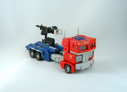 Transformers Optimus Prime - modo alterno (Classics Ultimate Battle)