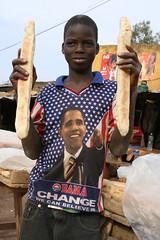 They love Obama in Africa (8) (Karin.Lakeman) Tags: africa bread mali obama seller barackobama barack tshrt obamania