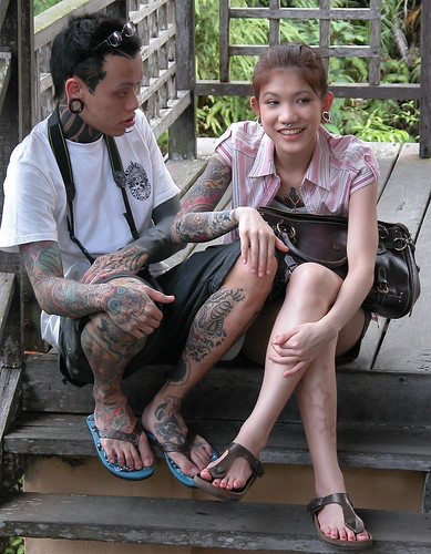 DSCN0253 Heavily tattooed couple