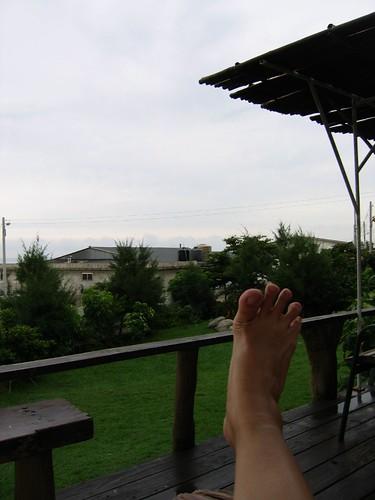 腳指撐開、讓風吹過去