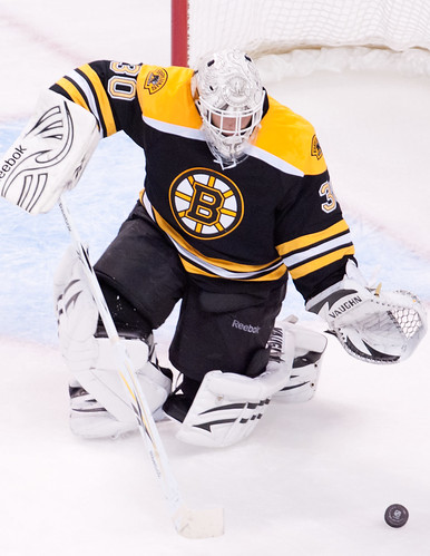 Boston goaltender Tim Thomas deflects a shot during the third period. (Inside Hockey/ Brian Fluharty)