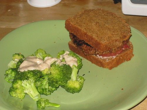 Veggie burger & broccoli