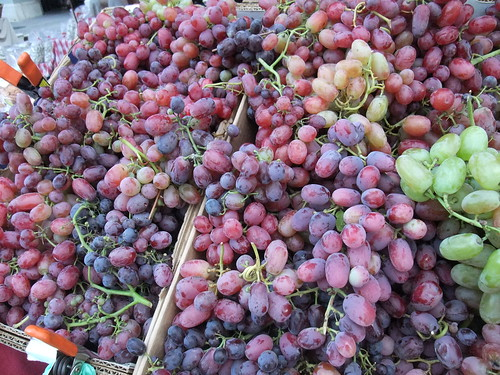SFO Day 2: Grapes at the Ferry Plaza Farmers Market