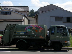 #7625 decorated garbage truck (Nemo's great uncle) Tags: truck garbage izu    eastizu  shizuokaprefecture  it
