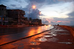 CUBA (Luca Castillo) Tags: light orange night atardecer luces noche agua cuba malecon naranja reflejos lahabana vedado elmalecon a3b a3bconstructive