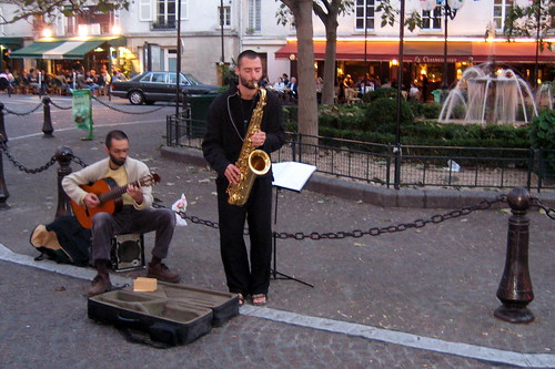 Street musicians animate the soundscape at Place  de la Contrascarppe