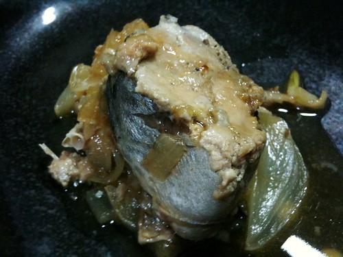 #jisui 鯖の水煮缶と新タマネギを酒蒸し!熱の入った鯖缶うめえよ!