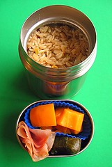 Curry lunch under rice lid (Biggie*) Tags: food lunch rice box papaya ham bento packedlunch boxlunch bentobox empanadas empanada biggie brownbag dolma lunchinabox dolmas dolmades yellowrice sacklunch baglunch foodjar bentoblog thermalfoodjar ssbiggie lunchinaboxnet slicedham twittermoms