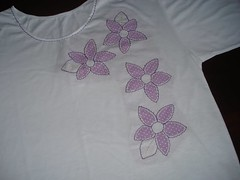 camiseta (DNA de Artes) Tags: flor patchwork camiseta patchcolagem
