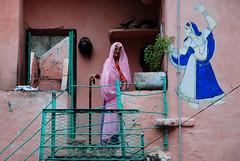 Lady in Pink (Daniele Sartori) Tags: old trip travel pink india lady donna nikon rosa stick viaggio rajasthan udaipur vecchia bastone d80