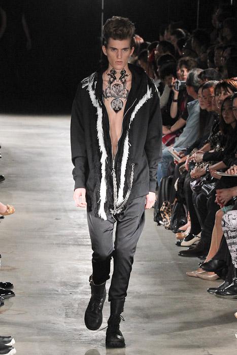 Gabriel Gronvik3091_SS11_Tokyo_SS11_Tokyo_GUT'S DYNAMITE CABARETS(Fashionsnap)