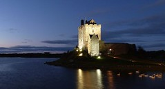 Dunguaire Castle, Galway Ireland - Caislen Dn Guaire, ire ...( swans!) (Sir Francis Canker Photography ) Tags: trip travel ireland sunset sea panorama lake reflection castle galway tourism monument beautiful architecture night landscape bay swan twilight arquitectura europa europe european view shot fort dusk landmark visit icon tourist medieval irland best age reflejo vista nocturna middle paco chateau visiting gaeilge castello kale  castillo icono burg irlanda lucena   arenzano kinvara ire       sz7   sirfranciscankerjones  cabezalopez  tz10 mygearandmebronze mygearandmegold pacocabezalopez