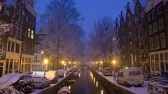 20100106-L1100855 (Elise Swart) Tags: water netherlands amsterdam boot eau sneeuw nederland paysbas gracht pakhuis rechtboomssloot