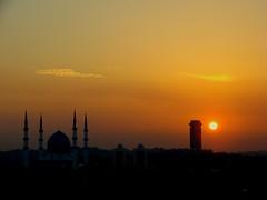 Sunset over the City of Shah Alam, Malaysia (Explore 3rd July 2007) (Ibnu Yusuf) Tags: city sunset sky sun mosque explore malaysia shahalam blueribbonwinner flickrsbest abigfave diamondclassphotographer flickrdiamond seasunclouds ibnuyusuf stateadministrativebuilding