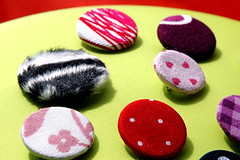 fabrics pin brooches (::sämyii::) Tags: diy cool pin handmade buttons brooch badges fabrics