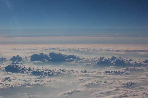 雲海の向こうのオレンジの帯