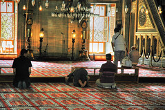 Prayer in the mosque - Istanbul (belthelem) Tags: turkey islam religion trkiye istanbul mosque turquie trkorszg trkei mezquita cami turquia yeni estambul rezo camii musulman oracion coran tirkiye yenicami turco mahoma mahometano