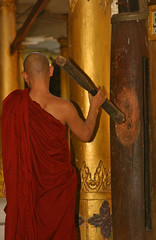 MYANMAR-A CALL TO FREEDOM (kinginexile) Tags: temple respect burma religion buddhism monks myanmar bago itsong–mirrors–southeastasia monkhood freeburma