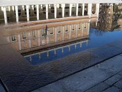 Perdersi in un filo d'acqua (davide - diploD) Tags: italy water teatro reflex fontana reggio reggioemilia riflesso valli teathre