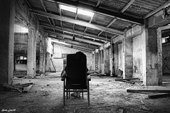 Secuestrada (Black.Lion) Tags: white black blanco luz tristeza negro industria lucha crisis fabrica pensamiento tortura emprendedor pensativa imaginacion pesimismo secuestrada