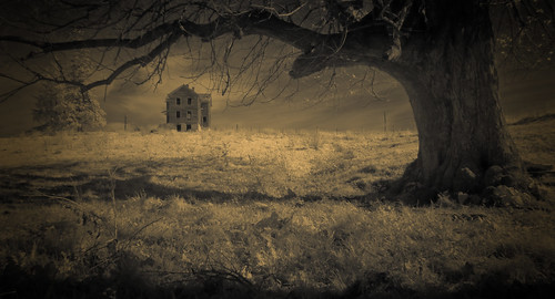House on Spook Hill by Fotoroadtripr