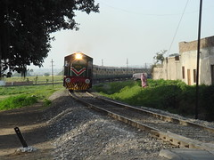 the train commeth (tango 48) Tags: pakistan train railway locomotive islamabad
