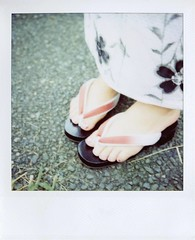 (tae*) Tags: cute girl japan polaroid sx70 friend    600film  kimicon