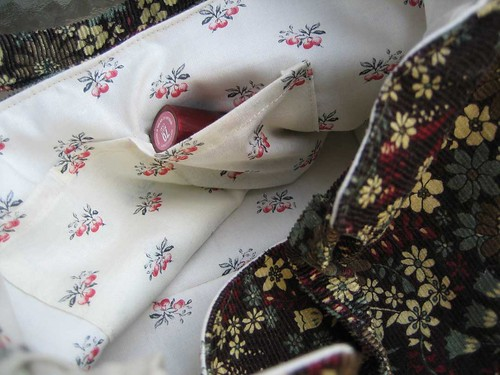 Charming handbag detail