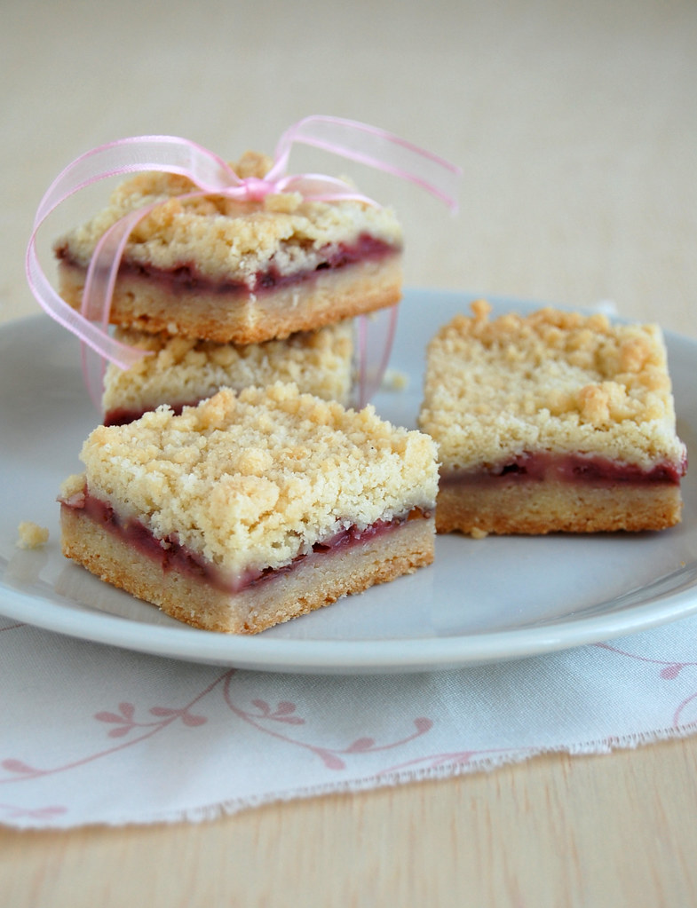 Strawberry crumble bars / Barrinhas de morango com cobertura de crumble