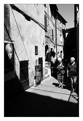 . (Thorsten Strasas) Tags: italien light italy streetphotography streetlife tuscany toskana pitigliano schwarzweis