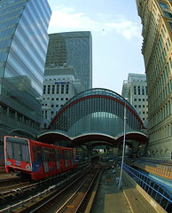 Canary Wharf Station,London. (sunny-drunk) Tags: england london station bravo canarywharf coolest dlr docklandslightrailway superhearts drunkenbuilders drunkarse vanagram