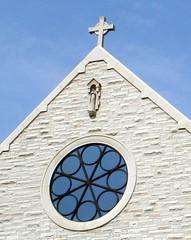 2007_0704_092739AA12 (Cindy シンデイー) Tags: church window circle cross mo missouri soe assumption ofallon shieldofexcellence
