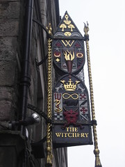The Witchery (Keith Mac Uidhir  (Thanks for 2.5m views)) Tags: street sky sign grey scotland edinburgh witch magic himmel cu ciel cielo  g  witchery langit gkyz   niebo taivas  obloha  thewitchery bu tri hemelgewelf