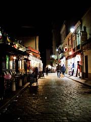 montmartre ( Ms bello que el silencio ) Tags: calle montmartre nocturna pars cruzadas a3b fotoconcursos fotosconcoraznypasin