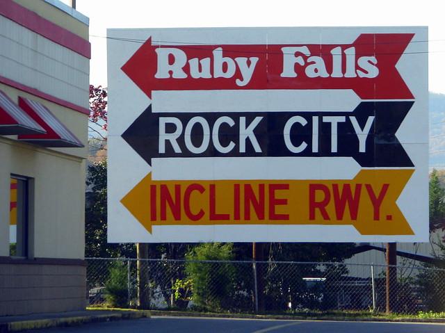 <-Ruby Falls-<   <-ROCK CITY-<
