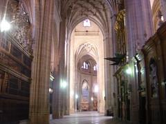Catedral Arches (Keith Mac Uidhir  (Thanks for 2.5m views)) Tags: segovia spain cathedral catedrale church arch pillar pillars interior