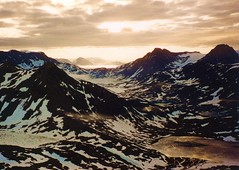 Smandsfjeldet Vista (Claude@Munich) Tags: mountain mountains arctic greenland summit midnightsun grnland kalaallitnunaat claudemunich ammassalik tasiilaq smandsfjeldet